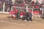 Video: Sao trẻ Juventus trổ tài đá phạt trước hàng rào kỳ quặc nhất thế giới
