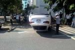 2 nữ tài xế tông nhau, ô tô 'phơi bụng' giữa đường Sài Gòn