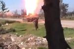 Phe nổi dậy Syria ném lựu đạn, xe tăng quân Assad nổ tung