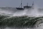 Áp thấp nguy hiểm xuất hiện trên Biển Đông