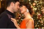 Hà Anh nồng nàn hôn chồng trong bộ ảnh Giáng sinh