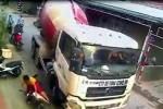 Tài xế xe bồn cố tình đánh lái tông 2 mẹ con đi xe máy