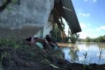 5 ngôi nhà ở Sài Gòn bị 'hà bá' kéo tụt xuống sông lúc nửa đêm