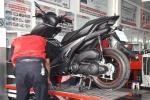 Khách hàng nườm nượp đến thay phuộc xe Yamaha NVX miễn phí