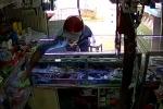 Vào cửa hàng thấy không có người, trộm nguyên rổ thẻ cào điện thoại