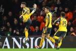 Olivier Giroud ăn mừng kiểu bọ cạp trong trận hòa lịch sử của Arsenal