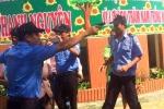 Bảo vệ xông vào trường học rút súng bắt người: Liên quan đến Tòa án nhân dân?