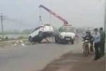 Tàu hỏa húc nát ôtô, 5 người chết ở Hà Nội