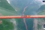 Nín thở xem ôtô đi trên cây cầu cao nhất thế giới