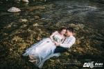 Cặp đôi Hà Tĩnh ngâm mình dưới nước để có bộ ảnh cưới đẹp như mơ