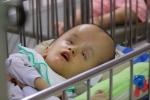 Video: Xót lòng những em nhỏ khuyết tật bị bỏ rơi tại chùa Kỳ Quang II