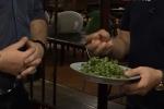 Thú vị khi nghe người nước ngoài nói về sở thích ăn rau mùi của người Việt Nam