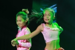 Lộ diện cặp đôi vũ công nhí duy nhất trong liveshow Chế Linh