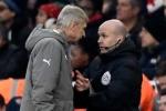 Arsene Wenger bị cấm chỉ đạo trận đại chiến với Chelsea