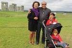 BTV Vân Anh hạnh phúc bên ông xã hơn 21 tuổi và hai con trai