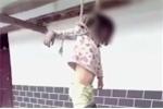 Xé đơn ly hôn của bố mẹ, bé gái bị đánh đập rồi treo trước nhà gây phẫn nộ