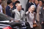 Người Nhật xếp hàng trước Văn Miếu đón Nhà vua và Hoàng hậu