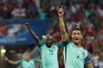 Ronaldo mặc áo vẩy nước thánh và những trò mê tín siêu dị ở Euro 2016