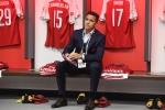 Video: Sanchez mặt lạnh tanh chúc mừng đồng đội 'ăn ba' trước mùa giải
