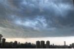 Dự báo thời tiết ngày cuối tuần: Mưa dông sắp đổ bộ, Hà Nội có gió giật mạnh