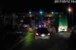 Video: Xe con núp đuôi xe container trốn vé trạm BOT trót lọt