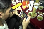 Giới trẻ Sài Gòn đổ xô đi ăn 'mỳ bay' đang 'sốt xình xịch'