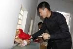 Công Vinh bán vé, Công Phượng phát tờ rơi: Đừng chỉ trích, hãy mở lòng với bóng đá Việt Nam