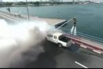 Lính cứu hỏa Dubai bay như chim để dập lửa