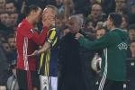 Ibrahimovic hùng hổ bóp cổ đối phương
