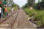 Băng xe máy qua đường ray, nam thanh niên bị tàu hỏa đâm chết