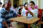Nữ sinh đi thi bằng xe cứu thương đỗ lớp 10 THPT Trần Phú