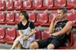 Fan nữ xinh đẹp lặn lội đường xa tới cổ vũ cho tuyển Futsal Việt Nam