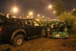 Xe taxi bị 'vo viên' sau tai nạn kinh hoàng