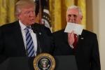 Tổng thống Donald Trump 'khoe' thư ông Obama để lại trong phòng Bầu dục