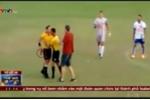 Trọng tài rút súng lục giữa trận đấu khiến cầu thủ chạy trối chết