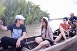 Hòa Minzy về Bến Tre bắt cá cùng MC Quang Bảo, Hải Triều