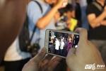 Ông Đoàn Ngọc Hải dẹp vỉa hè: Khách Tây tò mò đứng xem, giới trẻ ngưỡng mộ chụp ảnh
