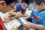 Cho trẻ dùng điện thoại, Ipad quá sớm: 'Còn gì đáng thương hơn thế'