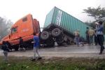 Chánh văn phòng huyện bị xe đầu kéo cán chết thảm