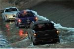 Thảm họa ô tô chết máy mùa mưa: Bí quyết tránh 'thủng' túi