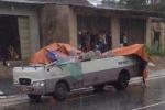 Thanh Hóa: Ô tô khách bị xe ben ngược chiều cắt làm đôi