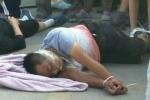 Trung Quốc: Không đồng ý đền bù, gia đình 7 người bị trói, bịt miệng, lôi ra khỏi nhà giải tỏa