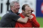 Wayne Rooney được Sir Alex Ferguson làm lành trước trận cầu tri ân