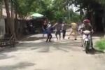 Say rượu lái xe còn đạp đổ môtô tuần tra, vây đánh CSGT