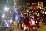 Hàng nghìn quái xế phóng xe bạt mạng trong đêm trên quốc lộ