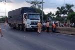 Người đàn ông chết thảm sau cú va chạm với xe tải