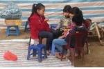 Trẻ em bãi giữa sông Hồng và giấc mơ một lần lên bờ đón Tết
