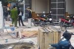 Bị mảnh thùng phuy phát nổ văng trúng, một bảo vệ chết thảm