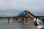 Hành khách VietnamAirlines bức xúc vì bị 'giam' trên máy bay