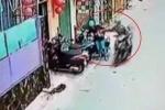 Clip: Vừa mở cốp xe, cô gái bị cướp giật phăng túi xách, ngã dúi dụi